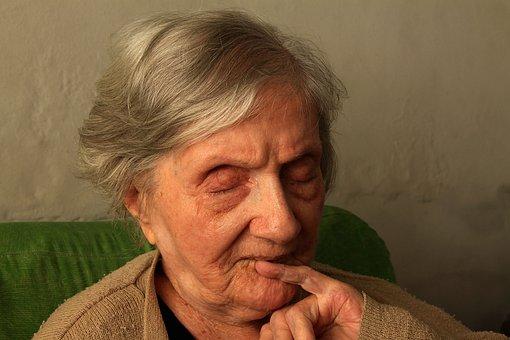 grandma-1937451__340.jpg